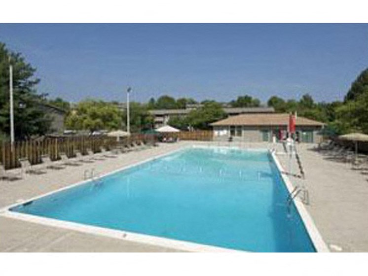 Sparkling Swimming Pool at Honeywood Apartment Homes, Virginia, 24018