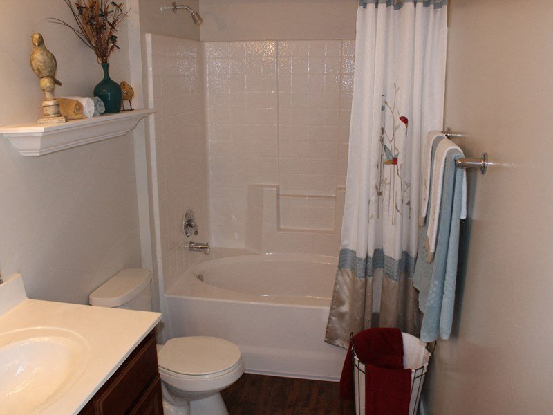 Garden Tub In Bathroom at Abberly Twin Hickory Apartment Homes by HHHunt, Glen Allen, VA, 23059