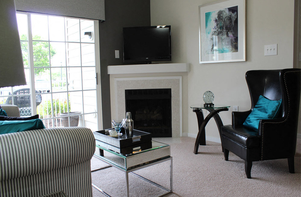 Living Room With Standard Fireplace at Abberly Twin Hickory Apartment Homes, Glen Allen, Virginia