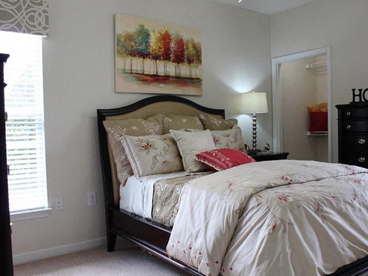 Comfortable Bedroom at Abberly Twin Hickory Apartment Homes, Virginia