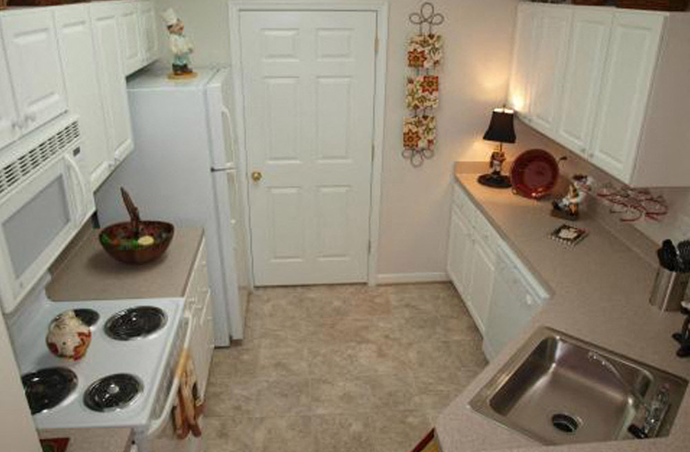 White Cabinetry With White Appliances In Kitchen at Abberly Twin Hickory Apartment Homes, Glen Allen, 23059