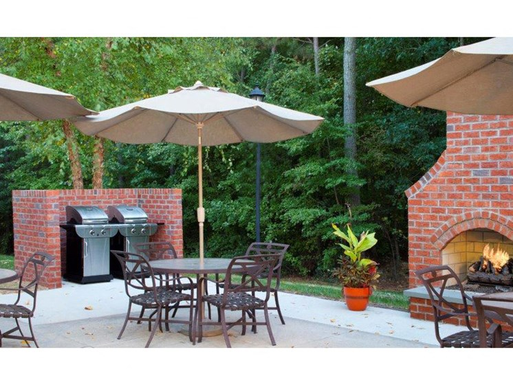 Picnic and BBQ Area at Abberly Twin Hickory Apartment Homes, Glen Allen, VA, 23059