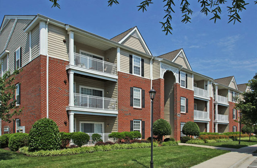 Lush Green Landscaping at Abberly Twin Hickory Apartment Homes, Virginia