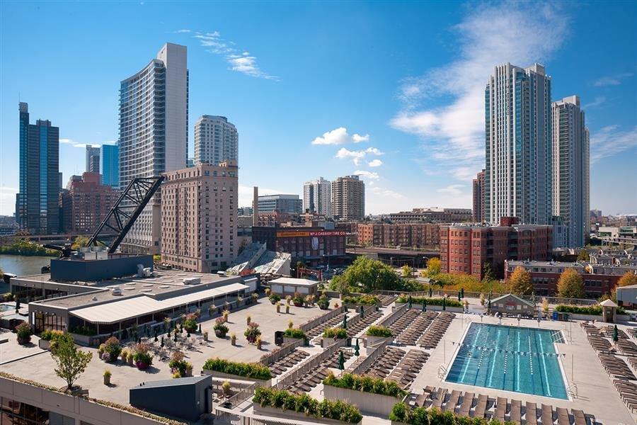 Residents have easy access to Chicago's elite fitness center, East Bank Club.