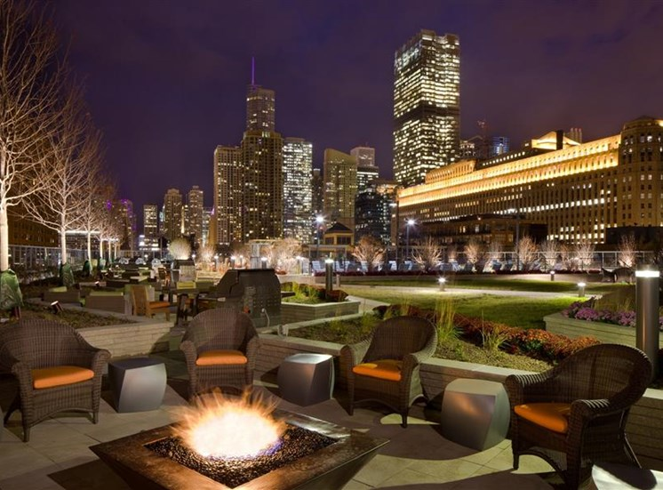 Relax next to the outdoor fire pit at Hubbard Place Chicago.