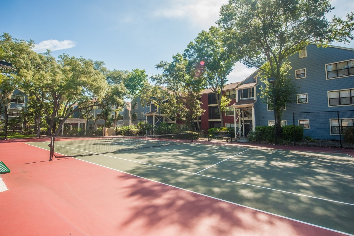 Grande Oasis offers residents three lighted tennis courts.