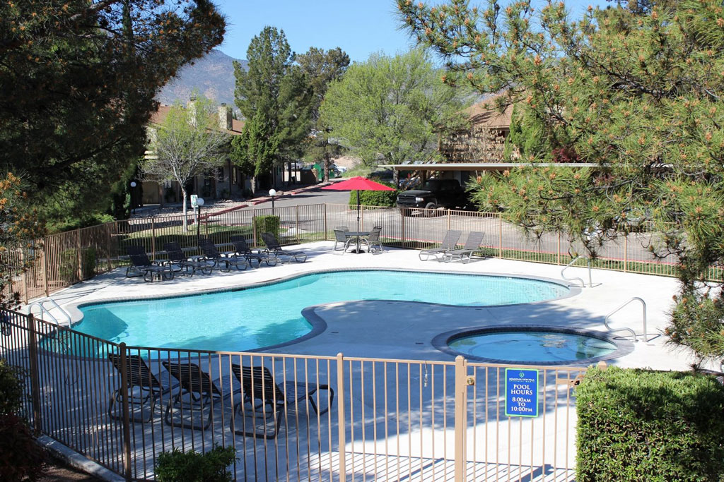 Resort Style Pool and Spa at Mountain View Villa Apartments, Cottonwood, AZ,86326