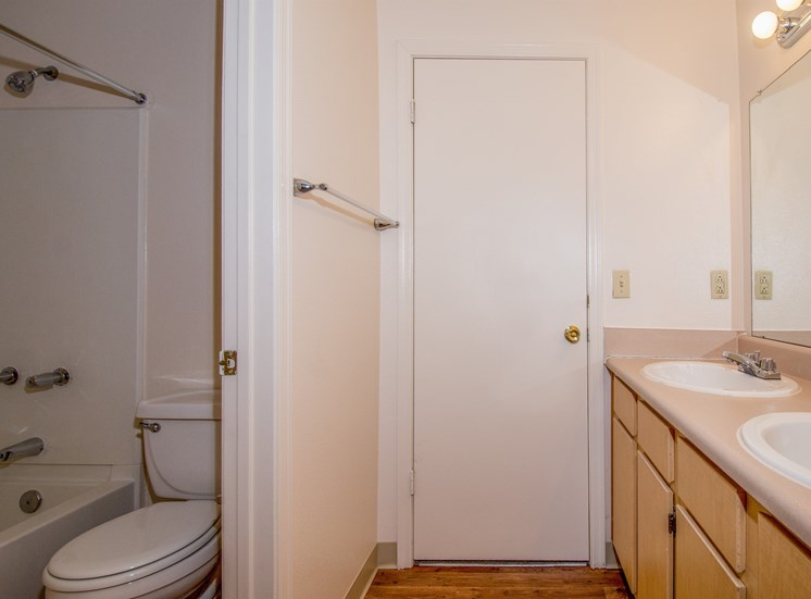 4 Bedroom Apartment Shared Bathroom 2