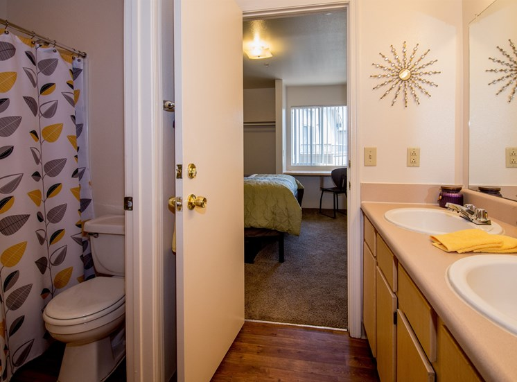 4 Bedroom Apartment Shared Bathroom 1