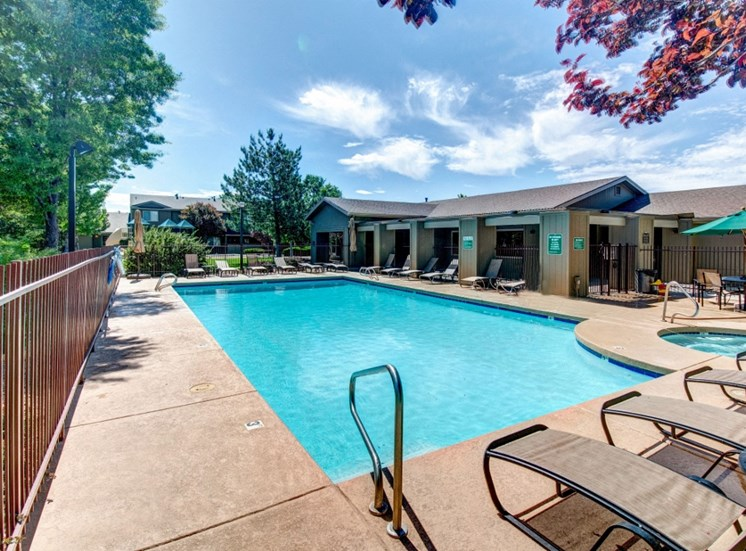 Swimming Pool and Hot Tub at Country Club Terrace Apartment Homes