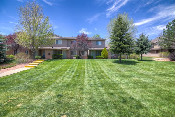 Beautiful Landscaping and Spacious Lawn at Country Club Terrace Apartments, Flagstaff, AZ