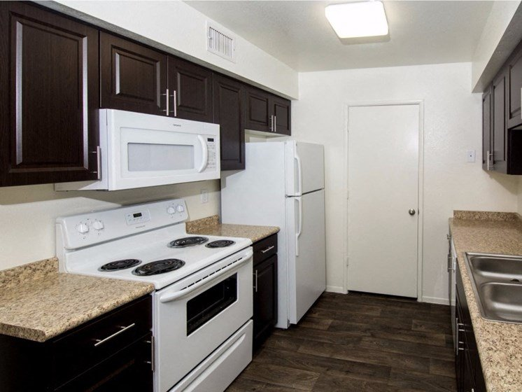 Fully Equipped Kitchen at Country Club Meadows Apartments, 5303 East Cortland Blvd, AZ 86004