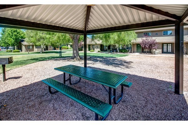 Covered Picnic Areas and BBQs at Country Club Meadows Apartments in Flagstaff, AZ