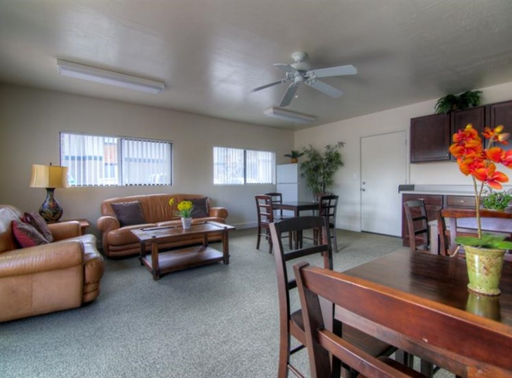 Clubhouse at University Square Apartments, Flagstaff, AZ,86001