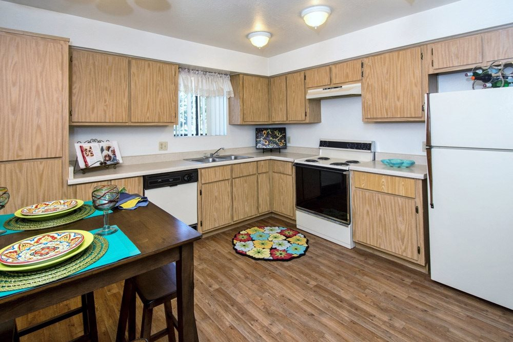 large kitchens at University Square Apartments, Flagstaff, AZ,86001