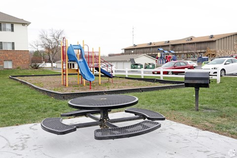 Playground & BBQ/Picnic Area Pacific Winds Apartments Omaha