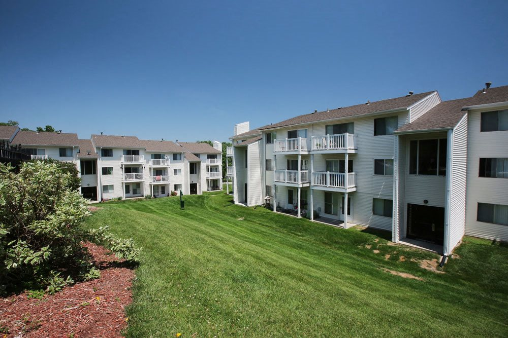 Exterior of Georgetowne Apartments in Omaha, NE