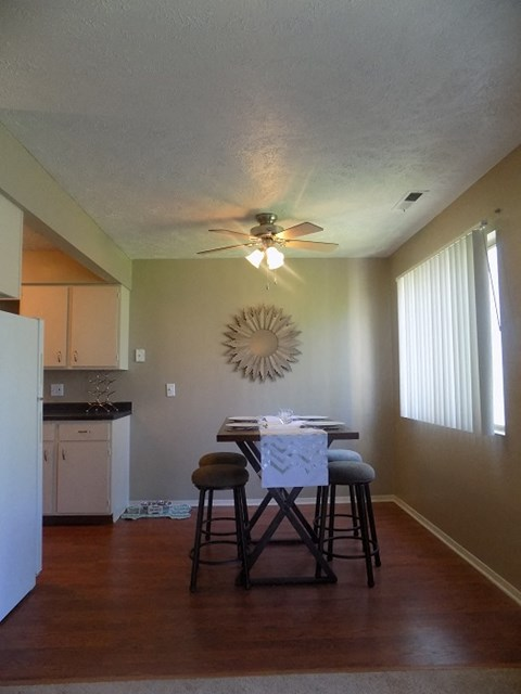 Dining Room at Georgetowne Apartments in Omaha, NE