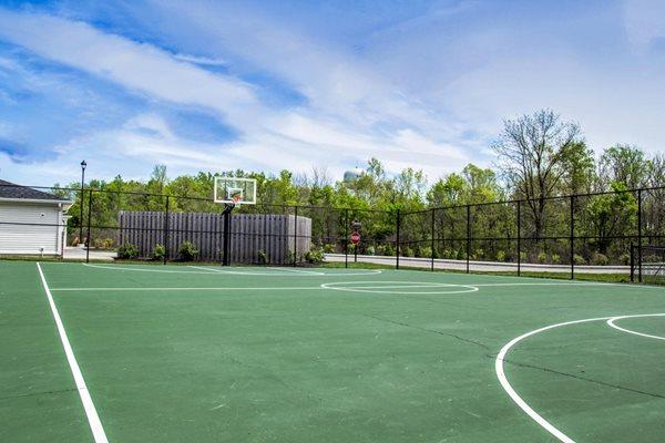 Quail Run Apartments in Zionsville, IN Sports Court