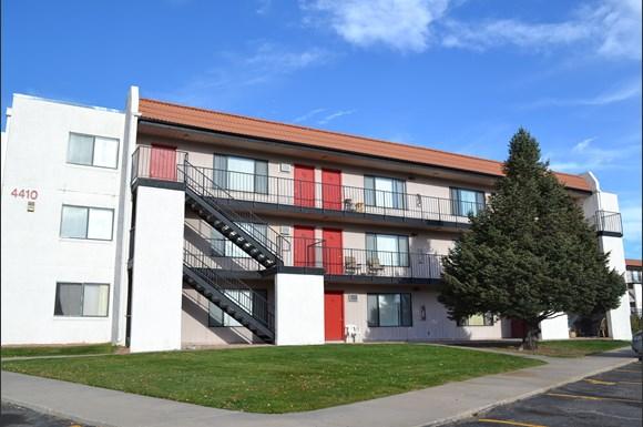 Peak 4420 Apartments 4420 East Pikes Peak Avenue Colorado Springs Co Rentcaf