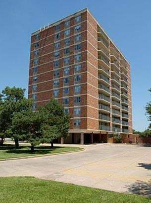 1400 N. Woodlawn 1-3 Beds Apartment for Rent Photo Gallery 1