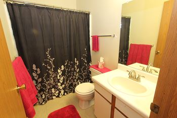 446 Blue Course Drive 3 Beds Apartment for Rent Photo Gallery 1