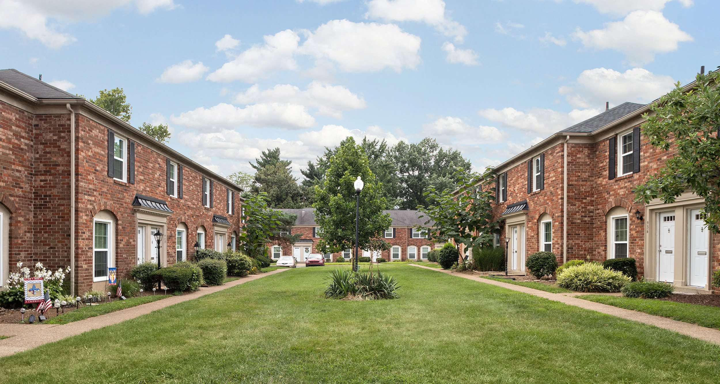 Find Your Rental Apartment At Jamestown At St Matthews In