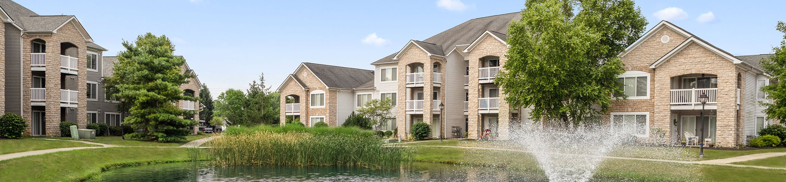 Lake View Front - Bennington Pond Apartments