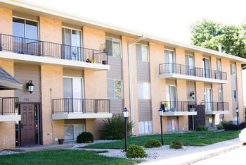 910 1/2 Garden Way 3 Beds Apartment for Rent Photo Gallery 1