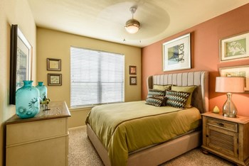 14000 The Lakes Blvd. 1-2 Beds Apartment for Rent Photo Gallery 1