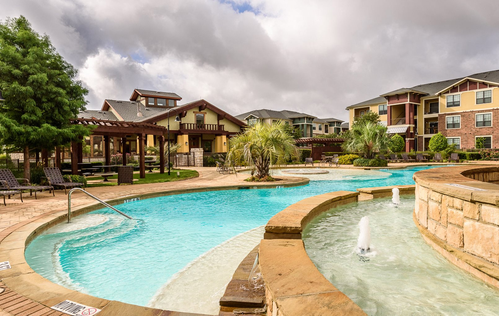 Pflugerville Apartments | The Oaks at Tech Ridge