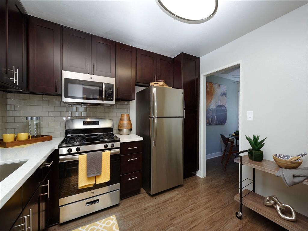 200 N. Grand Avenue 1 3 Beds Apartment For Rent Photo Gallery 1