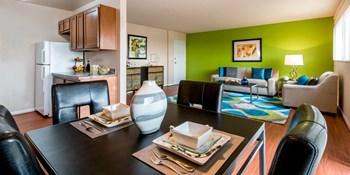 1293 Bayside Avenue Studio-3 Beds Apartment for Rent Photo Gallery 1