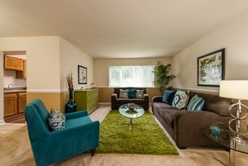 7004 Highview Terrace Studio-3 Beds Apartment for Rent Photo Gallery 1