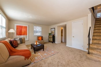 13725 Lynn Street Studio Apartment for Rent Photo Gallery 1