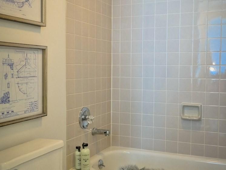 Designer Bathroom Suites at Gramercy on Garfield, Cincinnati, 45202