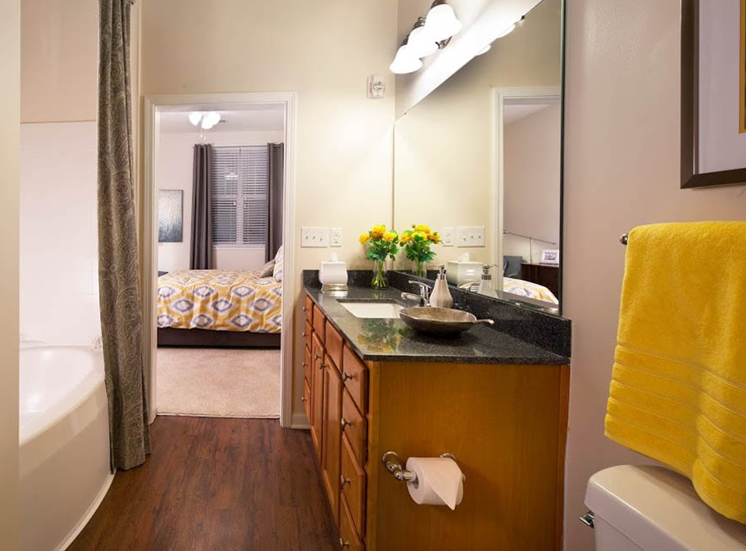 Spacious Bedrooms With en Suite Bathrooms at Abberly Crest Apartment Homes, Lexington Park