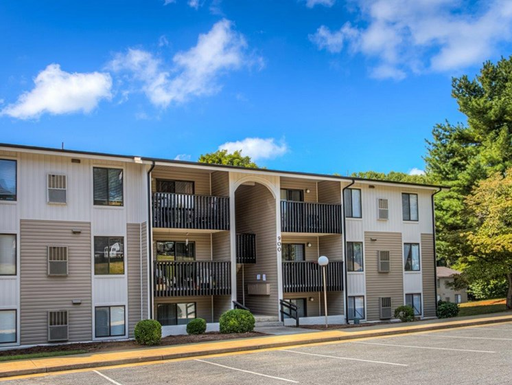 Open And Clean Community at Walden Pond Apartment Homes, Virginia