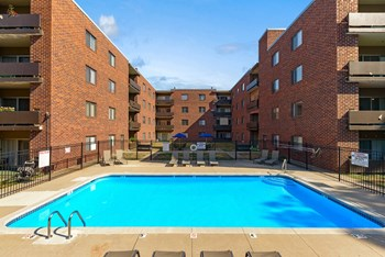 3662 Ingersoll Ave. 1-3 Beds Apartment for Rent Photo Gallery 1
