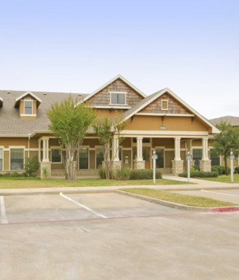 3500 E. McKinney Denton 2-4 Beds Apartment for Rent Photo Gallery 1