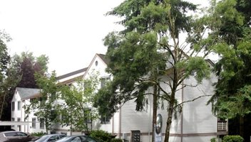 Berkeley Heights Apartments Theme Left Image 4
