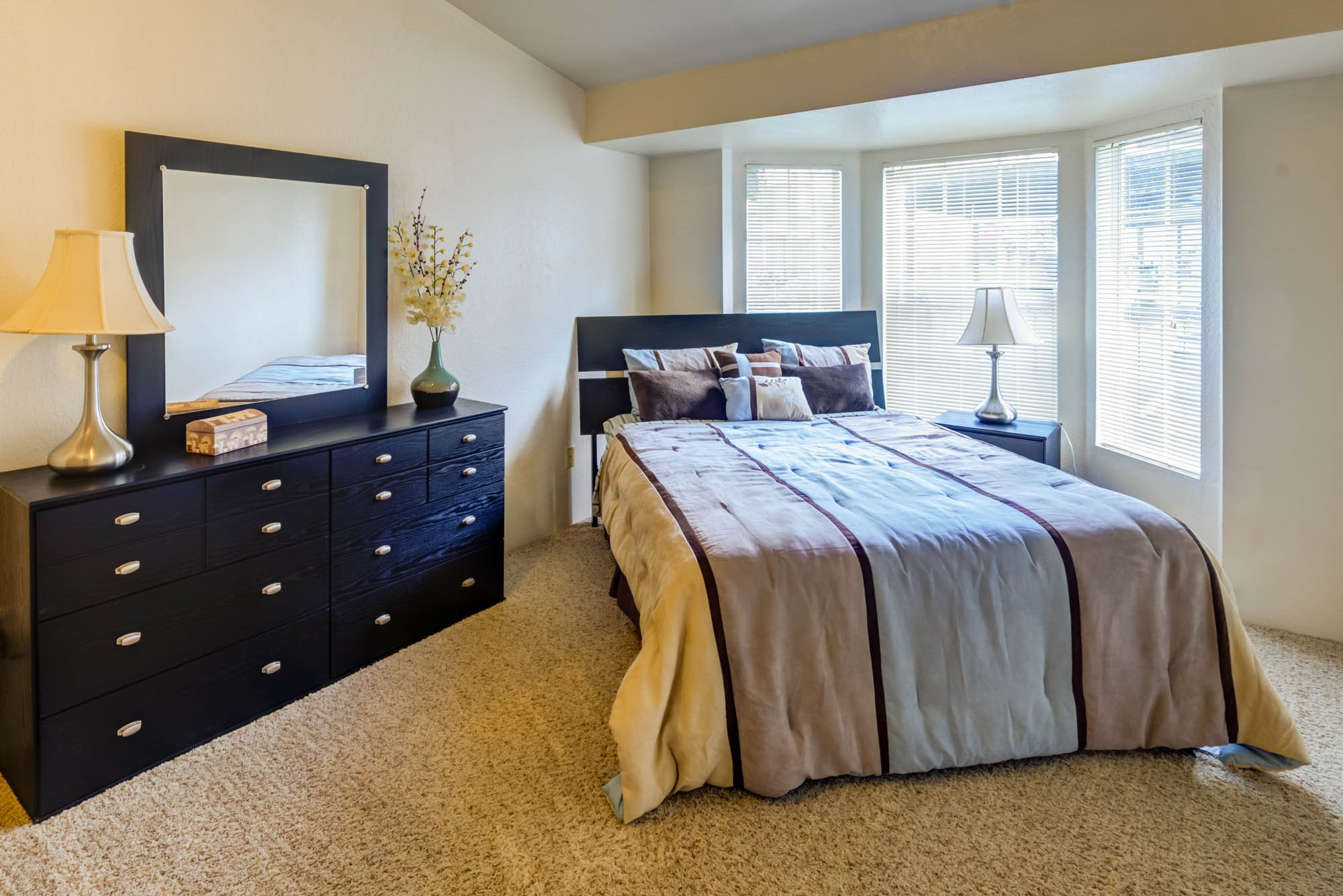 Live in cozy bedrooms at Westview Village, Renton, WA,98055
