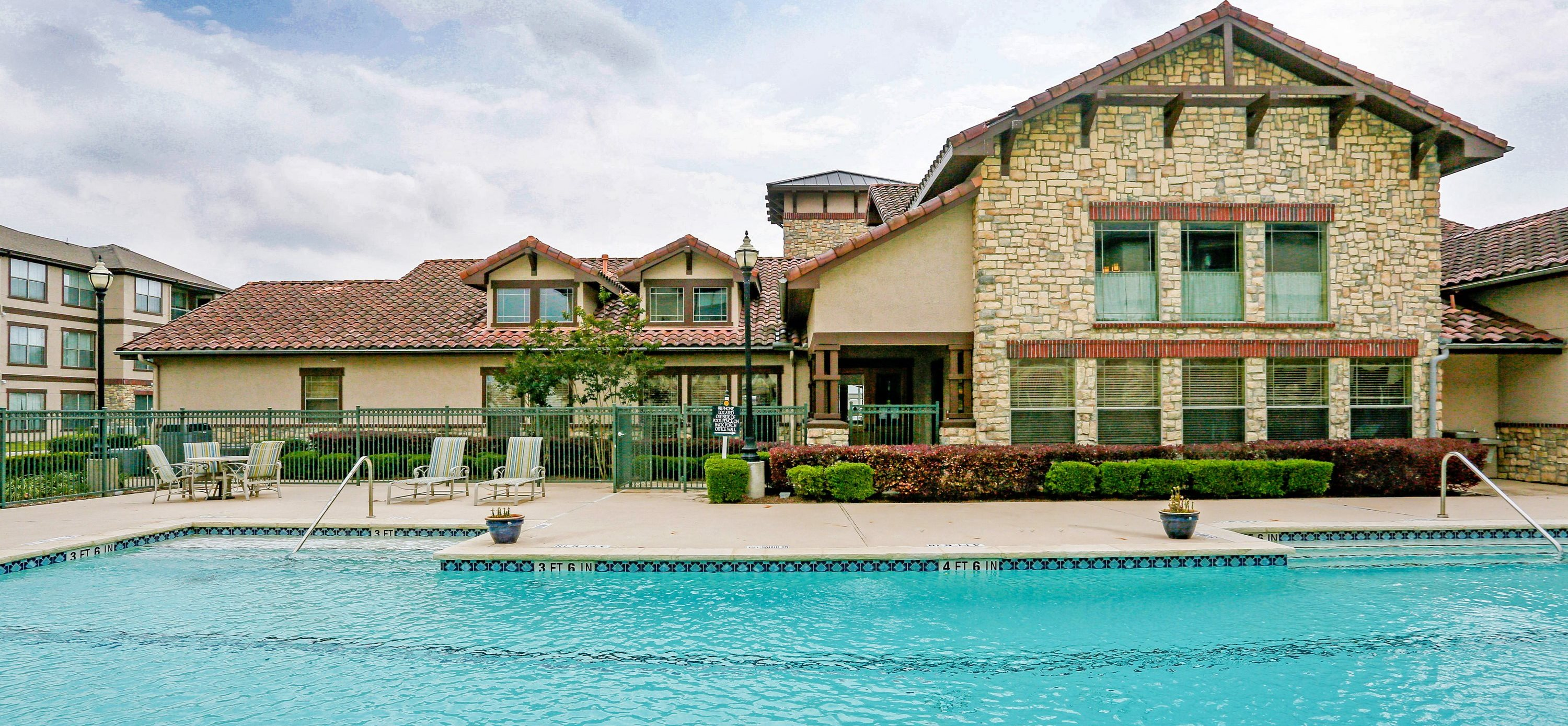 Crystal Clear Swimming Pool at Primrose of Pasadena - Active Senior Living, Pasadena, 77503