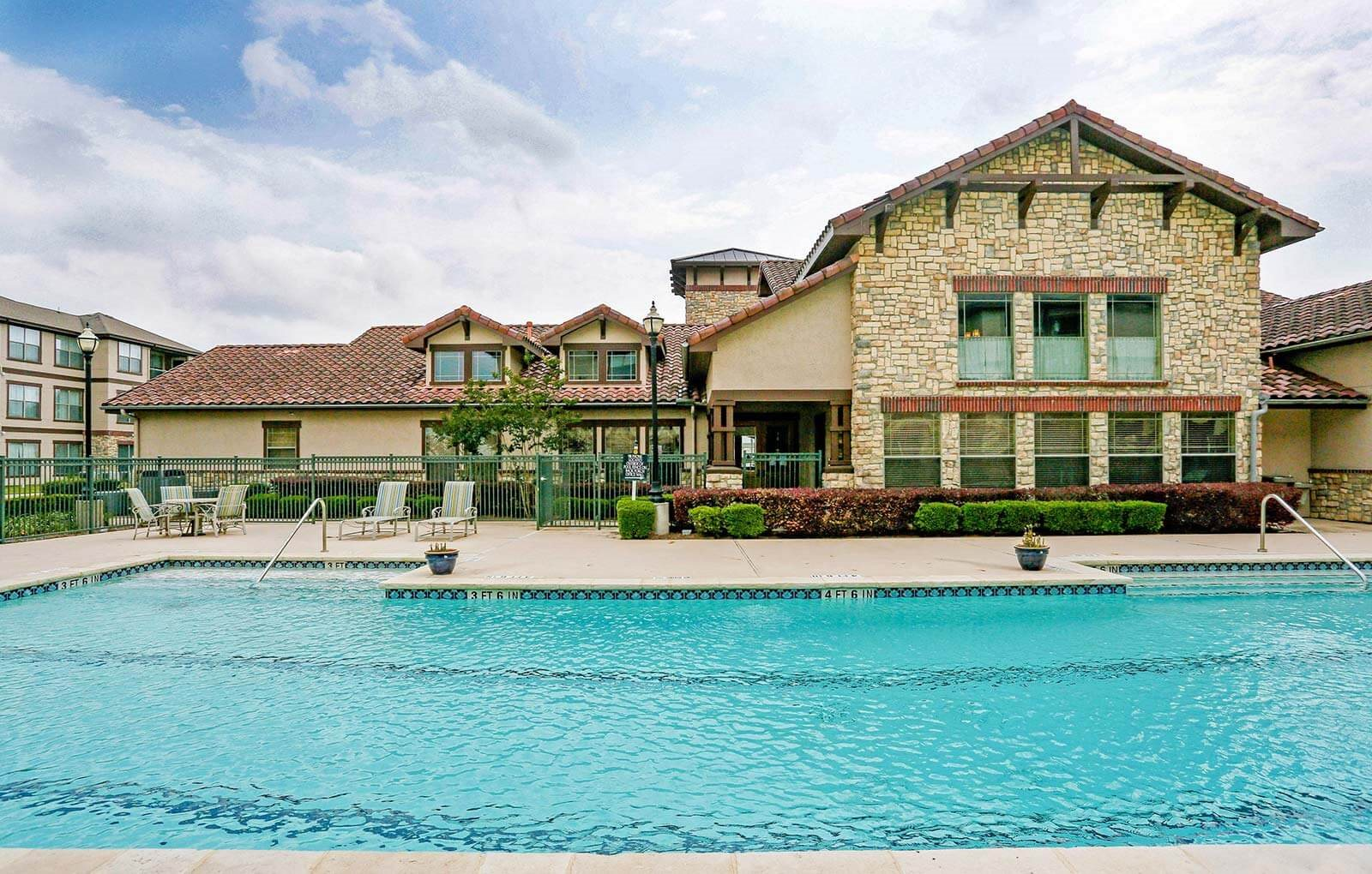Crystal Clear Swimming Pool at Primrose of Pasadena - Active Senior Living, Pasadena, 77503