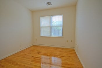 725 Park Avenue 2 Beds Apartment for Rent Photo Gallery 1