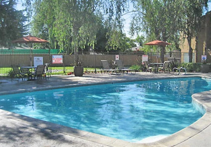 Outdoor Refreshing Pool at Springhill Townhomes, Claremont, CA,91711