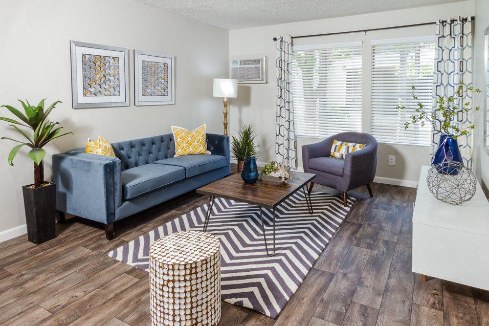 Park Regency Club Apartments in Downey, CA - Living Room