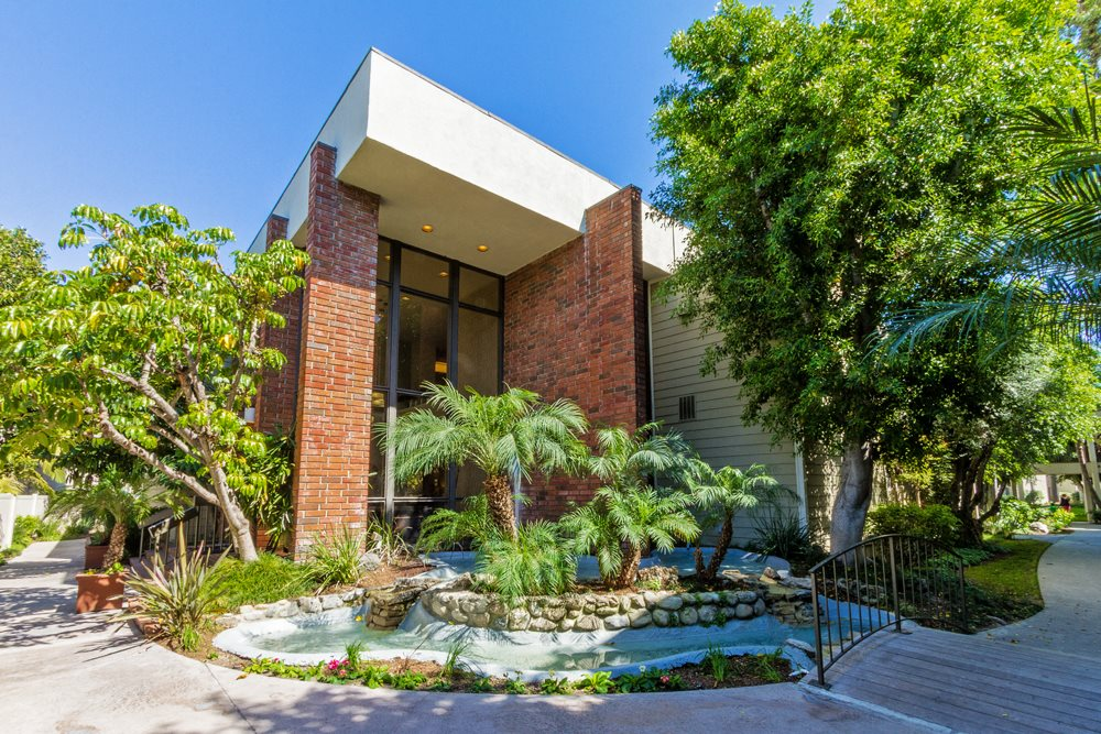 Apartments in Downey, CA - Park Regency Club Building View