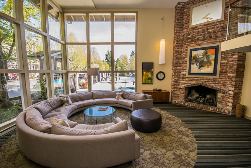 Clubhouse with Free WiFi and Entertainment Center