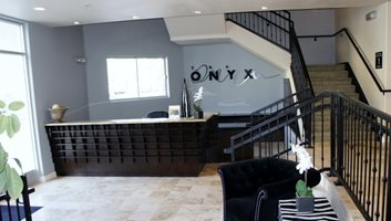 The Onyx Theme Right Image 8